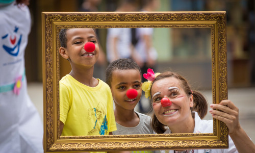 Bilderausstellung: Rückblick auf 25 Jahre Clowndoktoren
